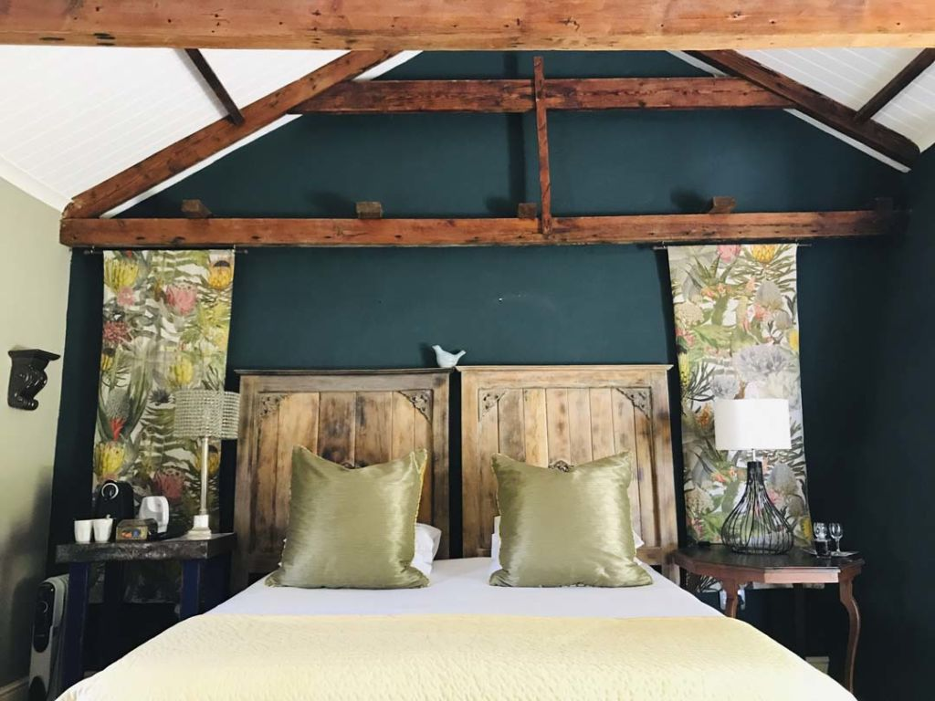 de-companjie-guest-house-love-bird-room-1